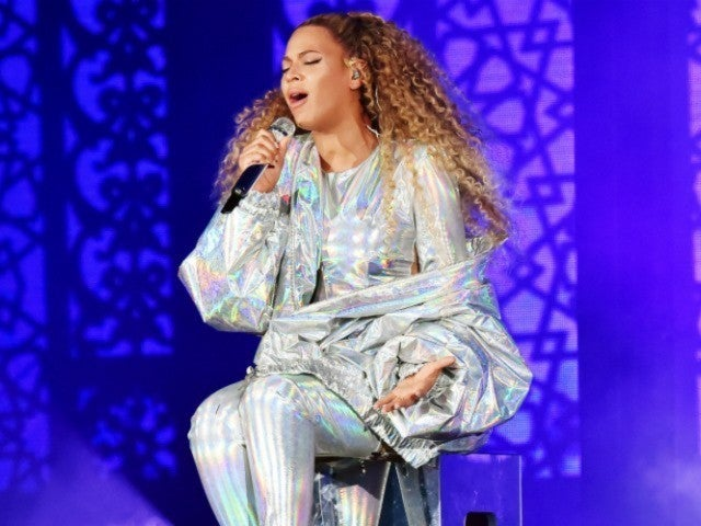 Beyonce Rescued From Stage Malfunction in Poland
