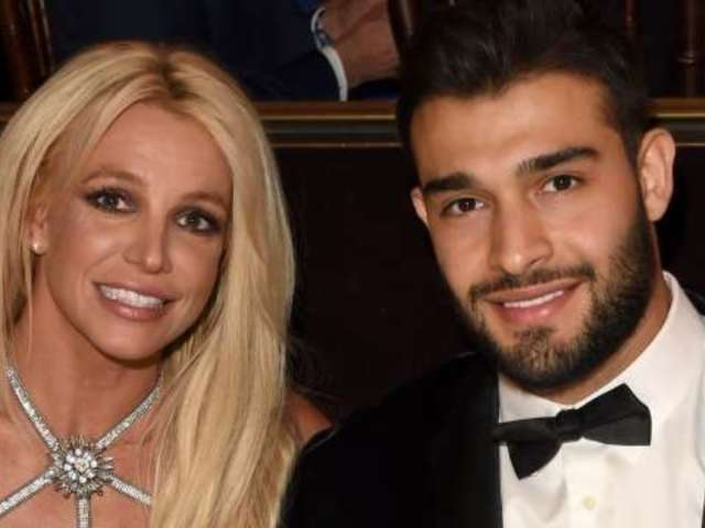 Britney Spears and Her Boyfriend Goof off in Poolside Photo