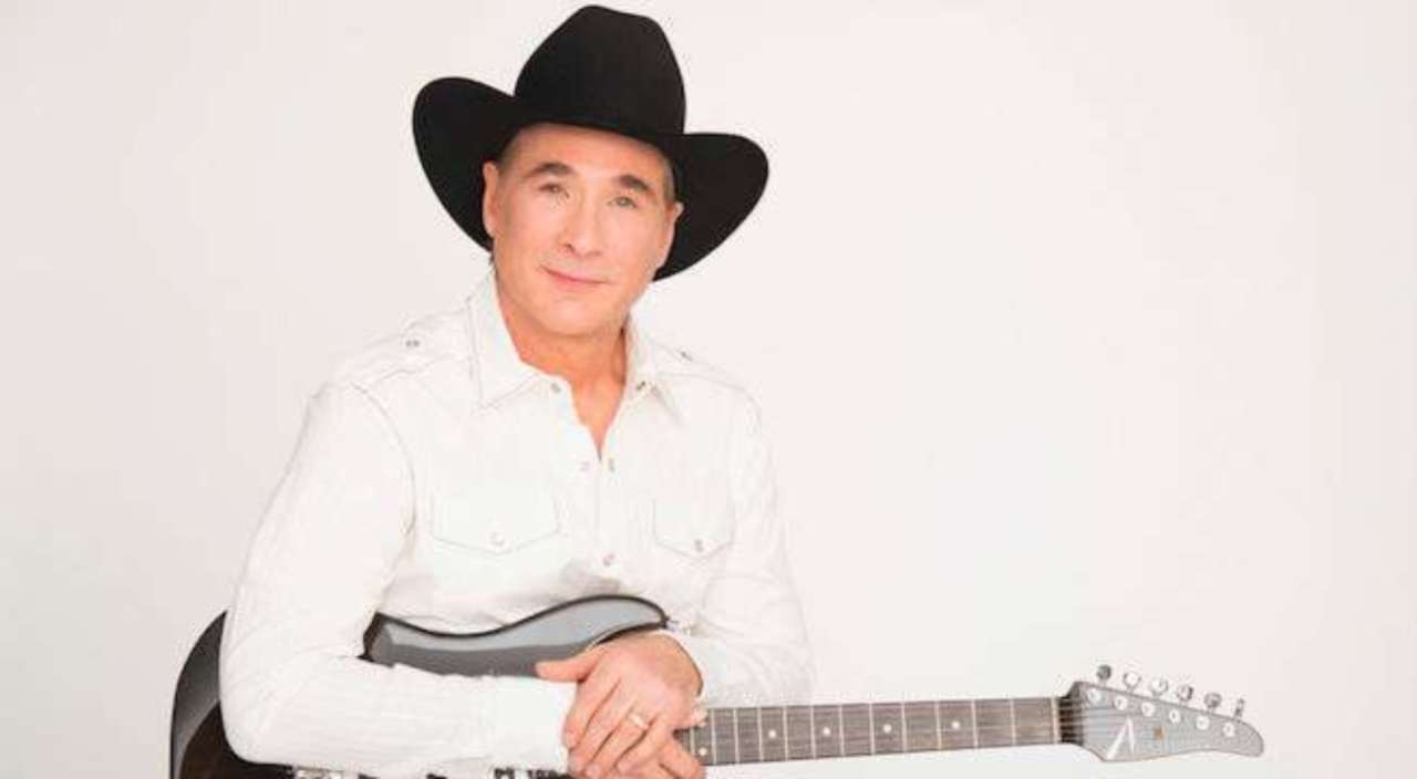 clint black opens up about a clint black christmas with wife lisa hartman black - Black Christmas Music
