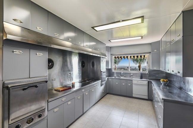 elvis-presley-bel-air-house-kitchen