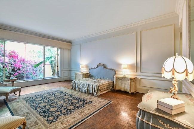 elvis-presley-bel-air-house-master-bedroom