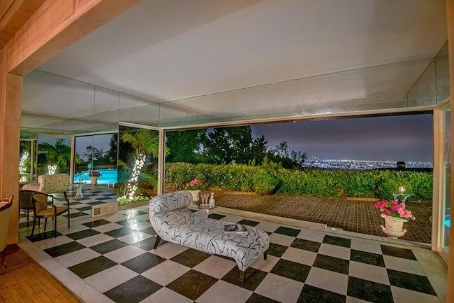 elvis-presley-bel-air-house-terrace