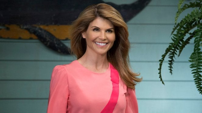 'Fuller House' Star Lori Loughlin Shares Behind-the-Scenes of Season 4