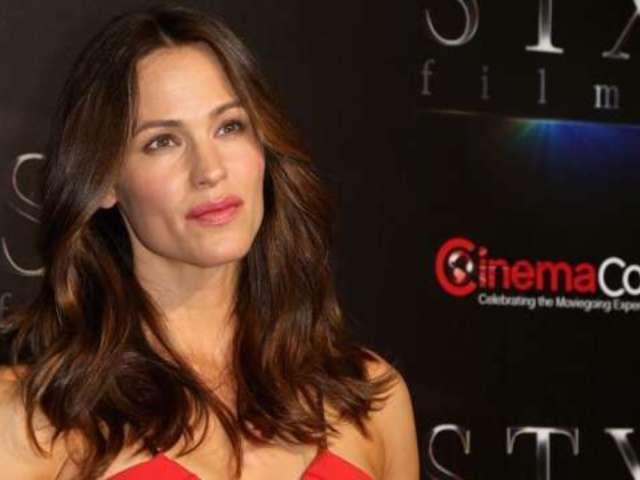 Jennifer Garner Gets Emotional Discussing 'Stress' of Ben Affleck Divorce