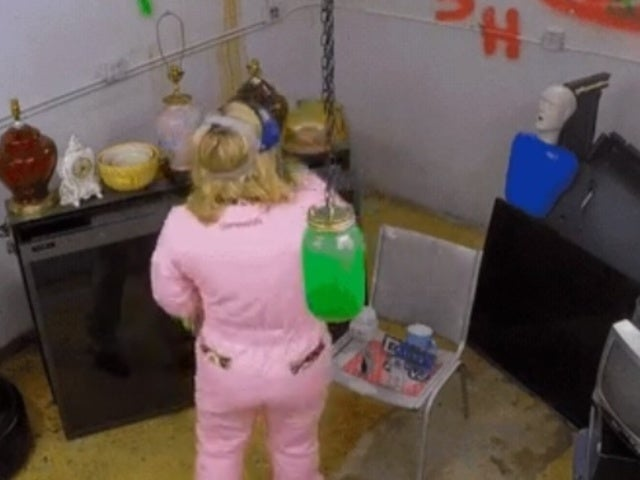 'Chrisley Knows Best': Julie Takes Out Her Stress in a 'Rage Room'
