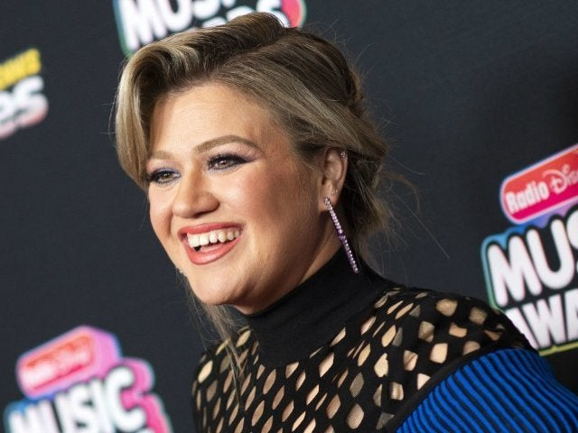 Kelly Clarkson Was 'Broken Down in Tears' From Appendix Pain After 2019 Billboard Music Awards