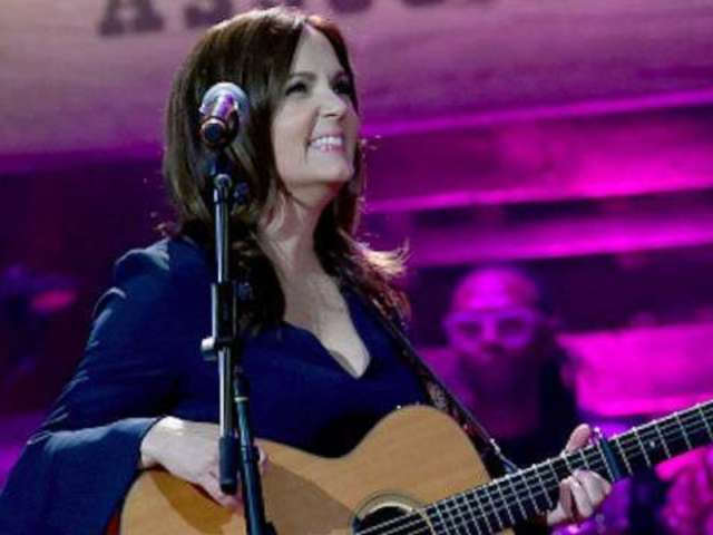 Lori McKenna Recalls Writing 'Cry Pretty' With Carrie Underwood