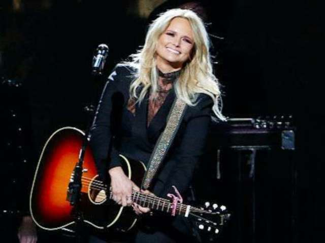Watch Miranda Lambert Perform 'Ugly Lights' on 'Late Night With Seth Meyers'