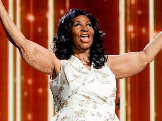 Ailing Aretha Franklin 'Hanging in There' Says a Former Bandmate