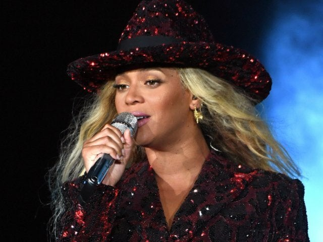 Beyonce Honors Ailing Aretha Franklin at Detroit Concert, Ending Feud With Queen of Soul