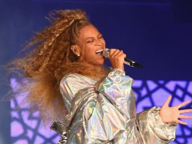 Watch Beyonce Stop Herself From Tumbling Down Stairs During Nashville Concert