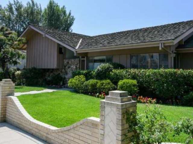 'Brady Bunch' House Renovations Wreak Neighborhood Havoc