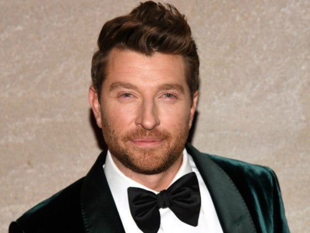 Brett Eldredge Offers Flip Phone Challenge to Stay Focused on the Present