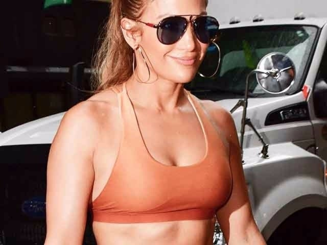 How Jennifer Lopez Gets Her Insane Abs at 49