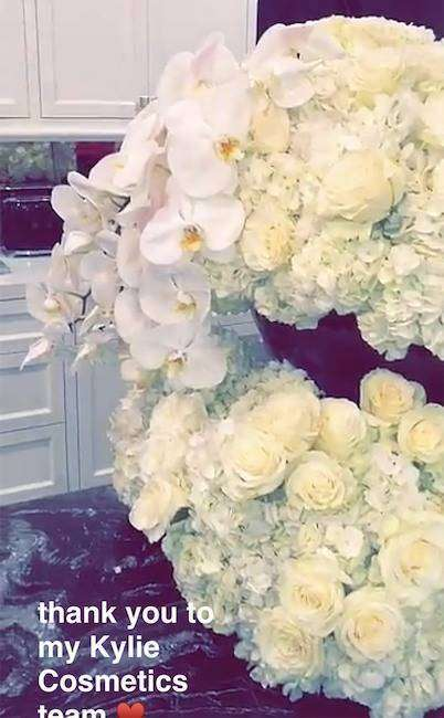 kylie-jenner-bday-cosmetics-flowers