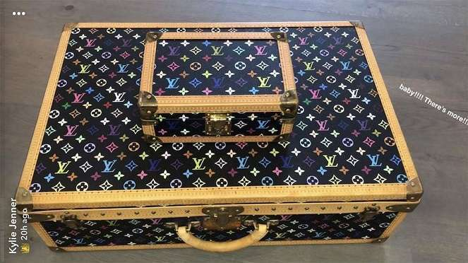 kylie-jenner-bday-suitcase