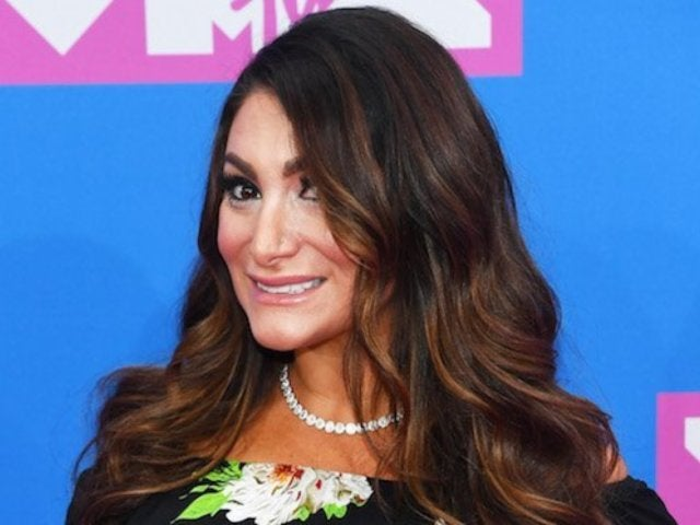 2018 MTV VMAs: 'Jersey Shore' Star Deena Cortese Shows off Baby Bump on Red Carpet