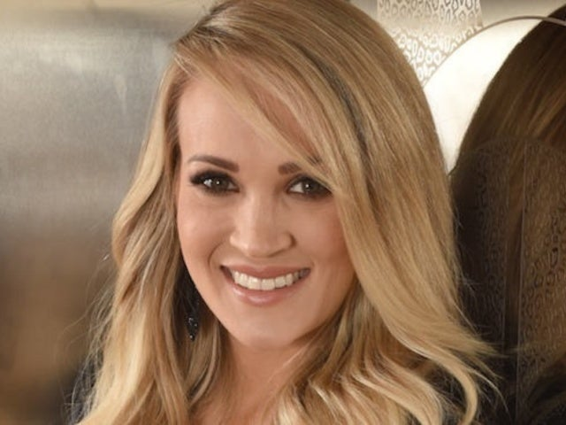 Carrie Underwood Shares New Selfie in Support of Puerto Rico Relief