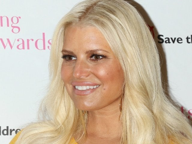 Jessica Simpson Shares Breastfeeding 'Success' With Her Fans