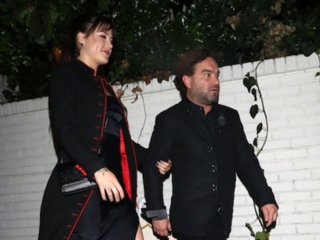 'Big Bang Theory' Star Johnny Galecki Makes Public Debut With 21-Year-Old Girlfriend