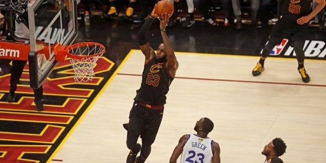 lebron-james-dunk
