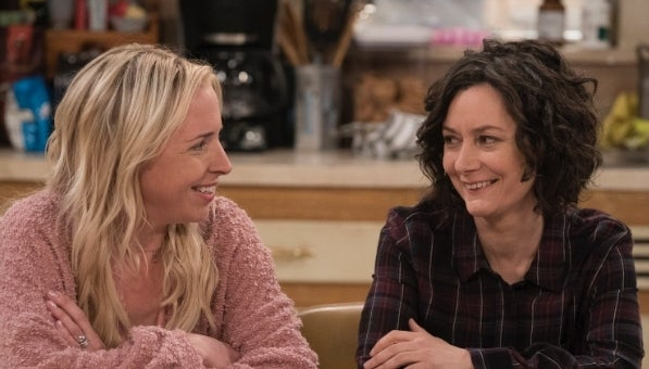 Sara-Gilbert-Lecy-Goranson-the-conners-abc