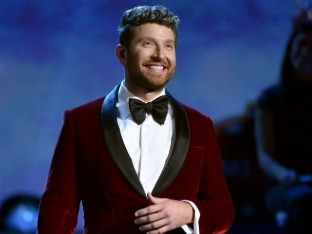 Watch Brett Eldredge's Soulful 'The First Noel' Performance