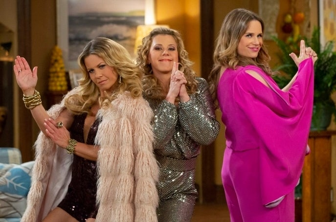 fuller-house-season-4-cast-charlies-angels-pose-netflix