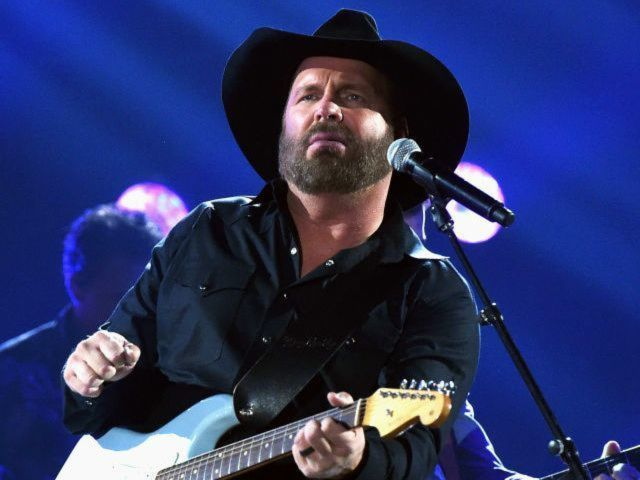 Garth Brooks' Reaction to Kenny Rogers' Death Is Resonating With Fans