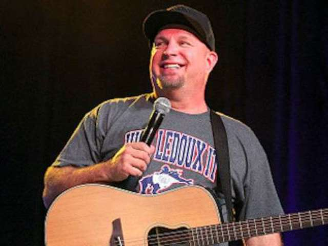 Garth Brooks Offers Sneak Peek of Underwater 'Dive Bar' Video With Blake Shelton