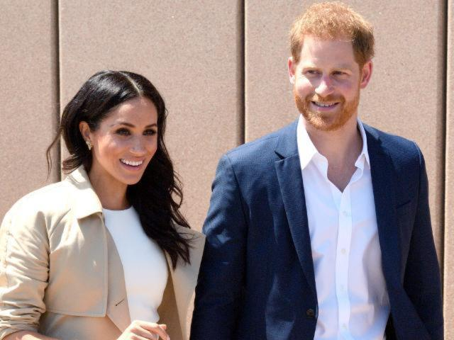Prince Harry and Pregnant Meghan Markle's Plane to Sydney Has Close Call