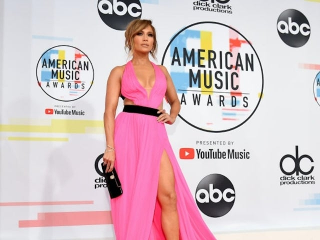 Jennifer Lopez Arrives on AMAs Red Carpet Without Alex Rodriguez