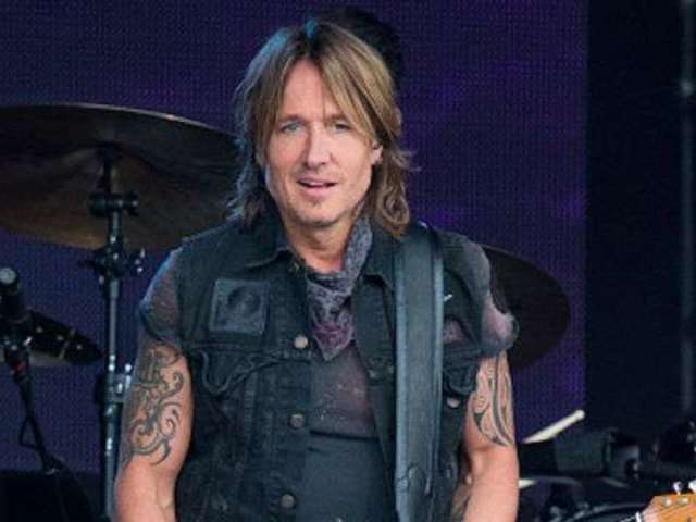 Keith Urban Refuses to Ban Cell Phones at Concerts