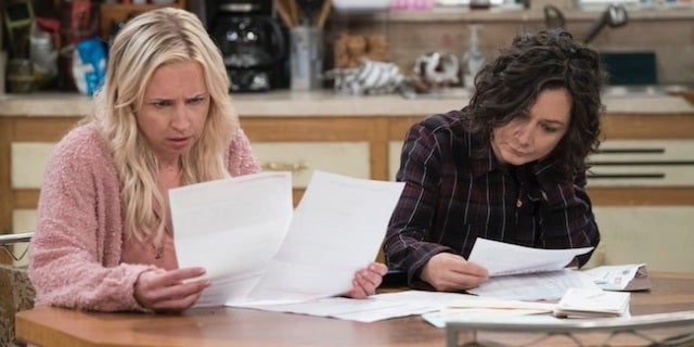 the-conners-becky-darlene-papers-abc