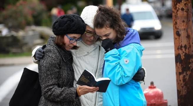 tree of life synagogue praying getty images