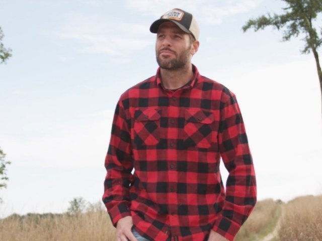 Mike Fisher Parodies Wife Carrie Underwood for Country Music Debut