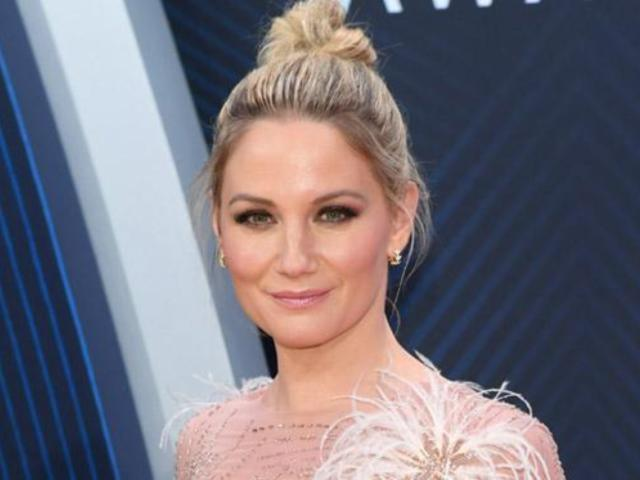 Jennifer Nettles Releases Solo 'I Can Do Hard Things' Single