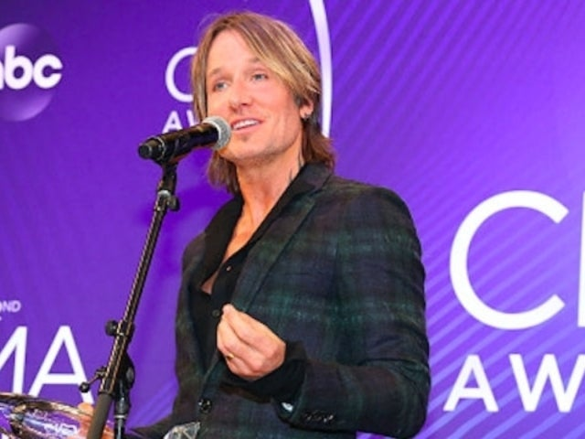 Keith Urban Mourns Father's Absence After CMA Awards Entertainer of the Year Win
