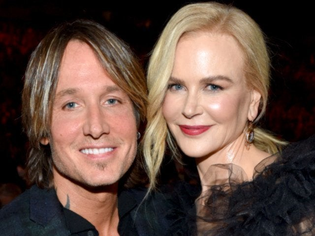 Keith Urban and Nicole Kidman Share a Kiss in Adorable Photo Ahead of New Year's Eve