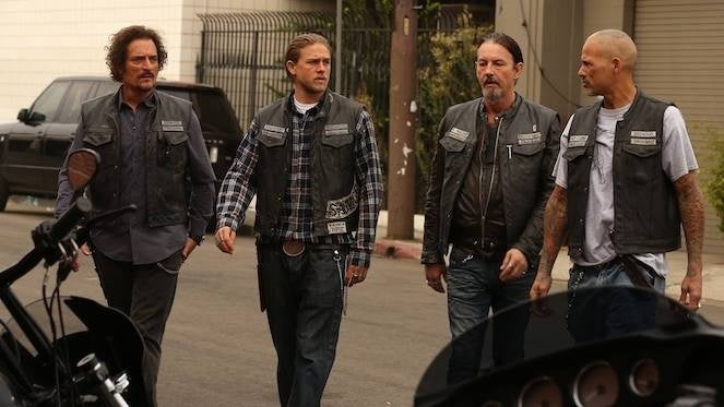 sons-of-anarchy-soa-charlie-hunnam-david-albrava-happy-jax-teller-kim-coates-tig-chibs