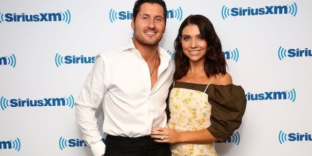 'DWTS' Couple Val Chmerkovskiy and Fianc?e Jenna Johnson on How a Close Call Led to Their First Date