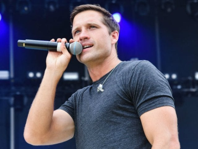 Walker Hayes Asks Fans to Name Next Tour