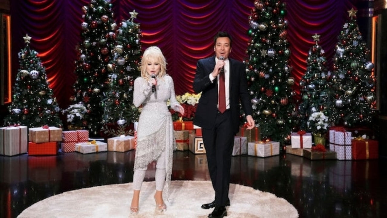 Jimmy Fallon Christmas.Dolly Parton And Jimmy Fallon Blunder Tonight Show