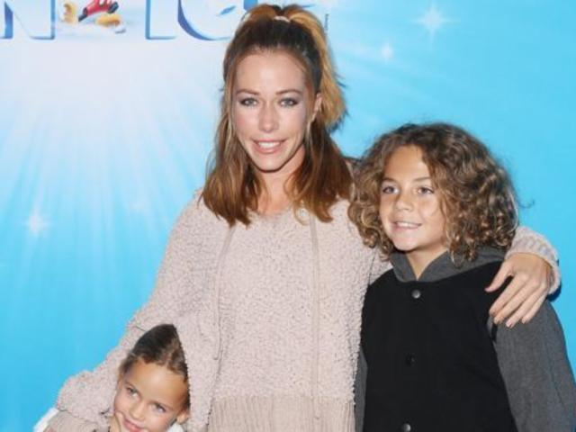 Kendra Wilkinson Laments First Christmas 'Literally All Alone' Following Hank Baskett Divorce