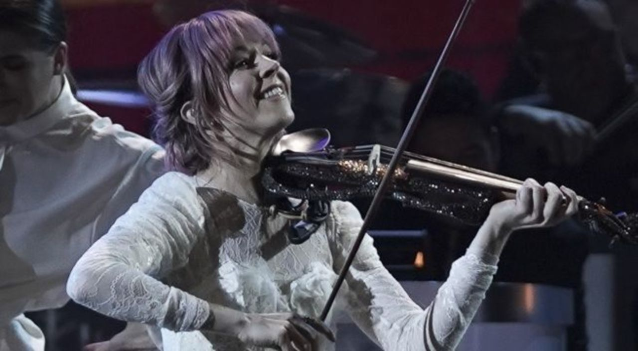 Lindsey Stirling Christmas Album.Cma Country Christmas Viewers Left In Awe Of Lindsey