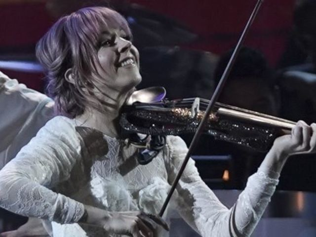 'CMA Country Christmas' Viewers Left in Awe of Lindsey Stirling Performance