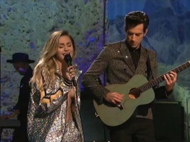'SNL' Fans Fear for Miley Cyrus Wardrobe Malfunction During Performance
