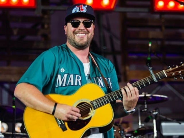 Mitchell Tenpenny Reflects on 'Overwhelming' Success of Debut Single, 'Drunk Me'