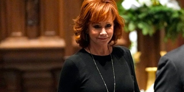 Watch Reba McEntire Sing 'The Lord's Prayer' at Funeral for President George H.W. Bush
