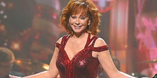 'CMA Country Christmas' Viewers Sound off on Reba McEntire